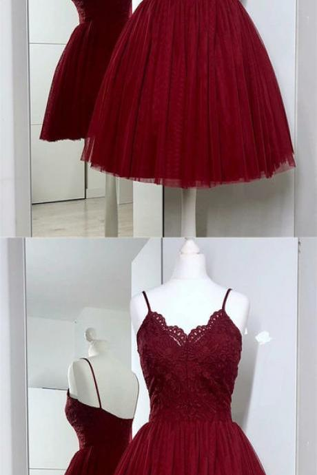Discount Burgundy Spaghetti Straps V Neck Sleeveless Lace Short Homecoming Dresses